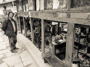Predavač v Dharapani